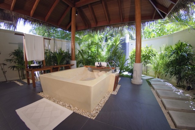 Bath Luxury-Dhigu-Resort-Maldives