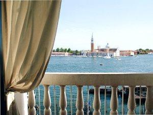 Balcony canal view - Londra Palace-Venice Italy